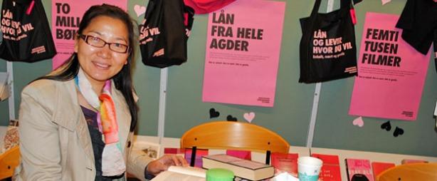 Liqun Shu lyttet lenge og lærte norsk språk på Knausgård-maraton. Foto: Kristin Havstad