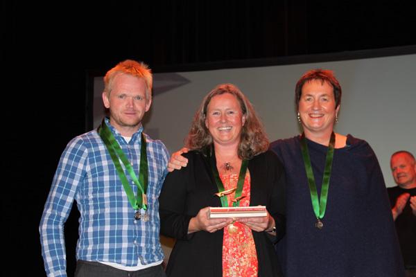 Glade vinnere: F.v.: Even Luseter , Hilde Eskild og Bjørg Øygarden. Even Luseter ble også tildelt publikumsprisen. Foto: Grethe Tvede